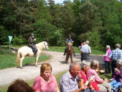 10 Jahre Wanderschutzhuette Am Sennerandweg 10 20160703 1174107357